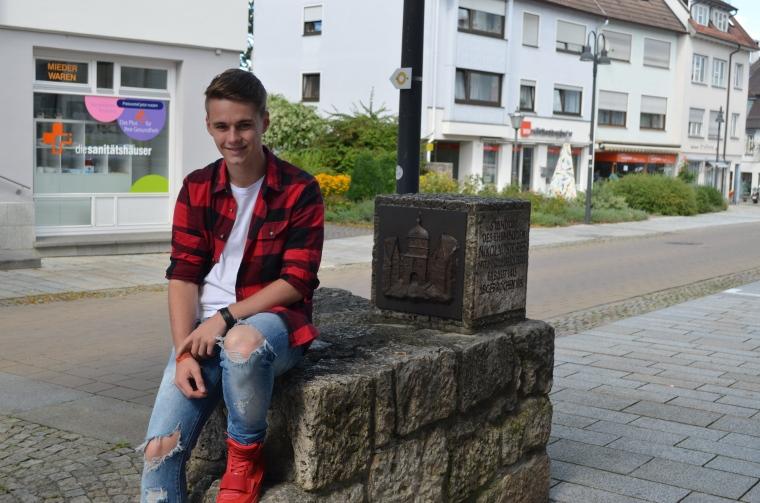 Sitzend_mauer_Luca
